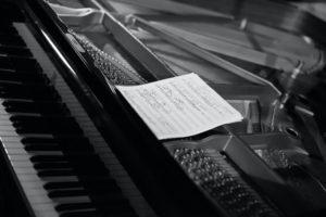 escribir-musica-cancion-con-piano