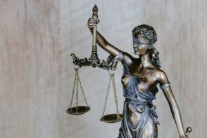 La ley y las canciones