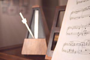 Metrónomo y partitura