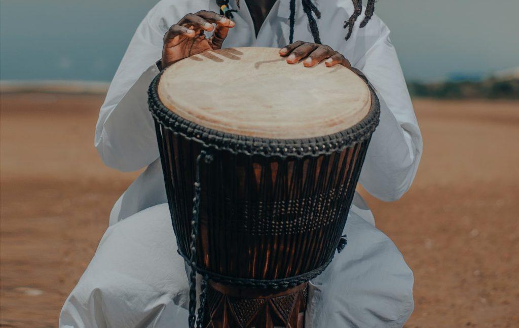 Compás, ritmo, tambor