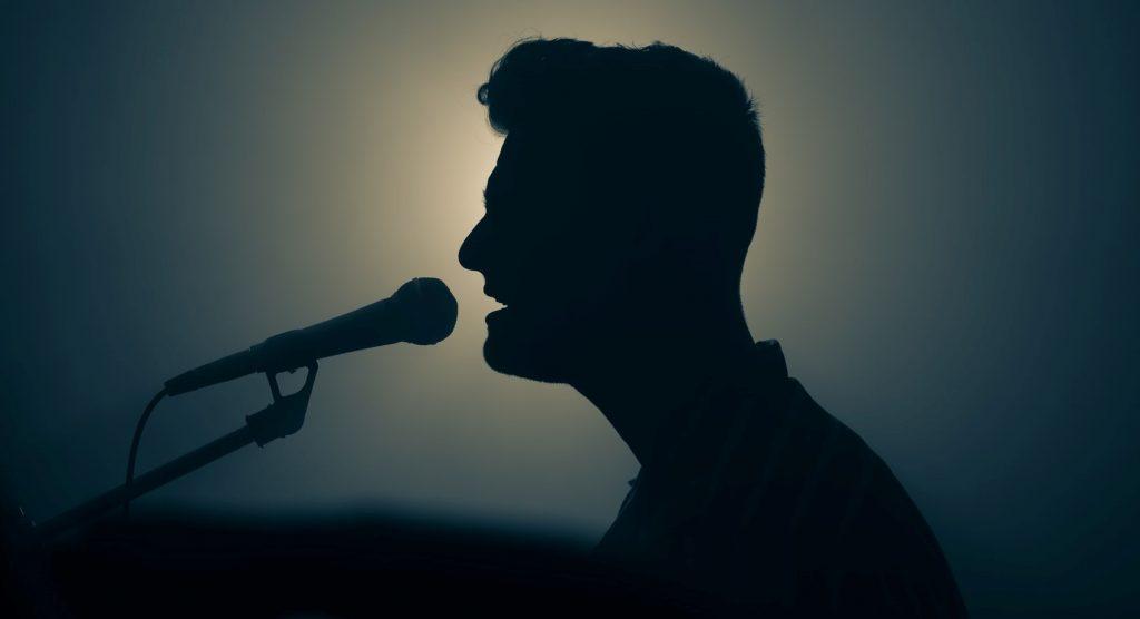 cantar es versionar